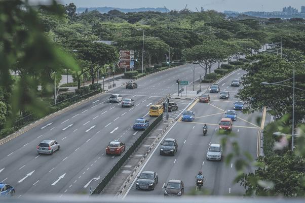 10 truques que não te ensinam na autoescola: Analise os carros no trânsito